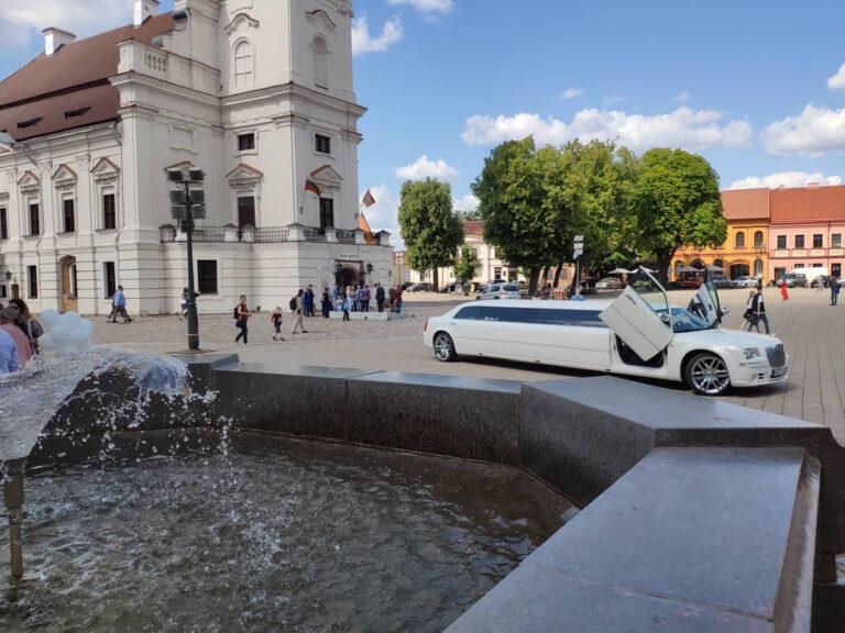 Balto chrysler limuzino nuoma