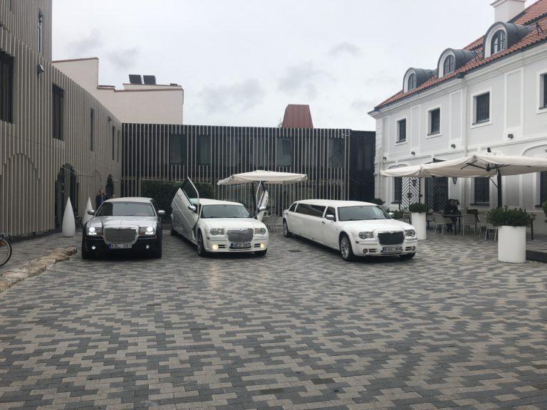 Chrysler 300c limuzinų nuoma