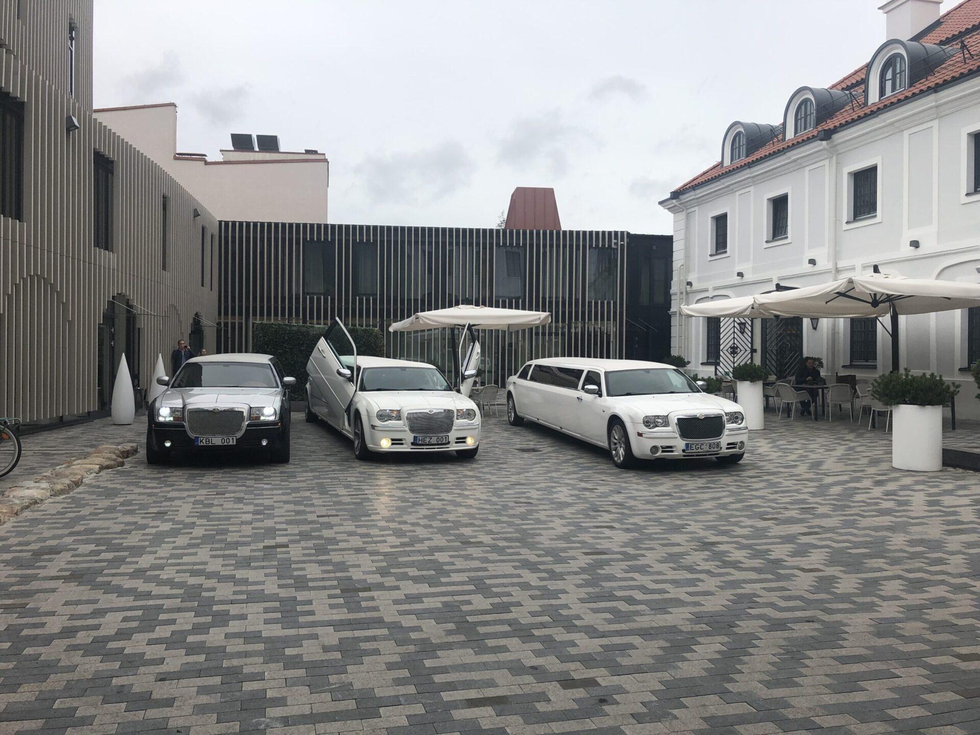 Chrysler 300c limuzino nuoma Lietuvoje. Daugiau informacijos telefonu +37061755555