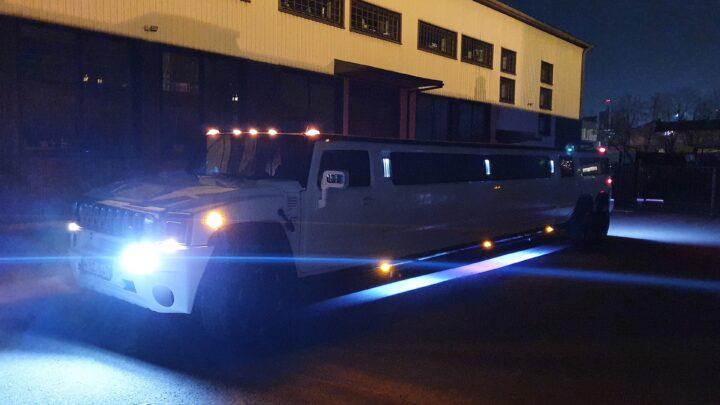 Hummer H2 3 ašių limuzino nuoma Lietuvoje. Daugiau informacijos telefonu +37061755555